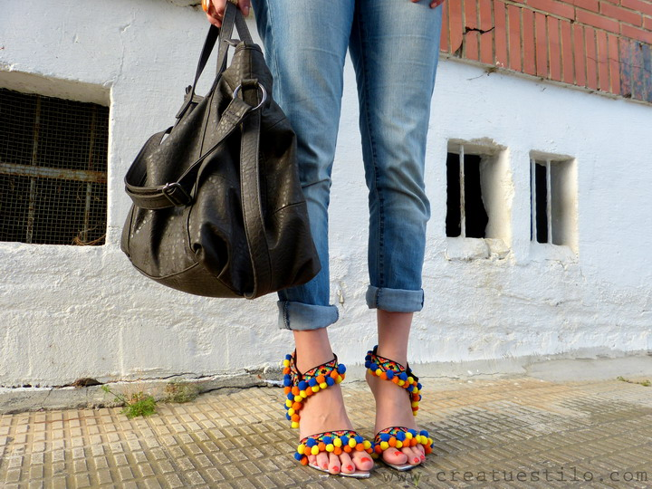 sandalias de pompones DIY