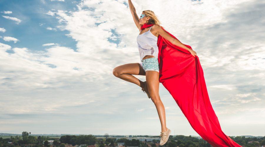 super mujer con capa imagen poderosa